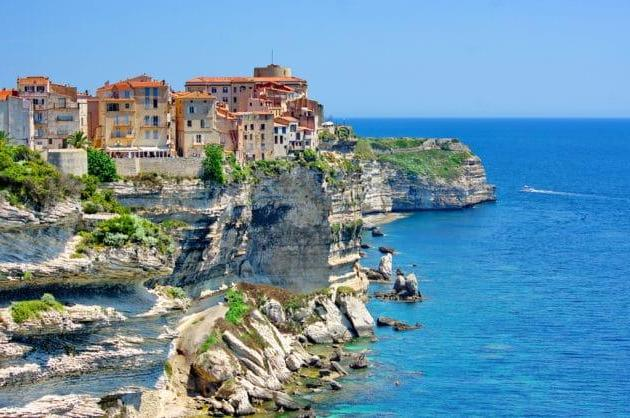 Which neighborhood to stay in Bonifacio?